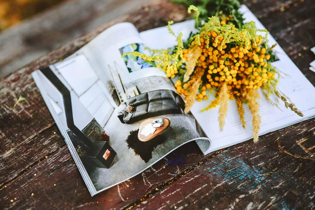 Fotografering af mindre produkter. Speciale i smykker. Packshots på hvid baggrund