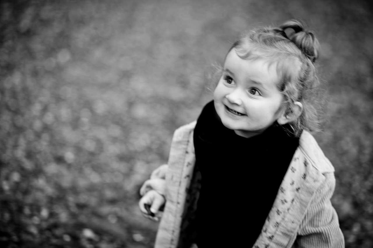 """Som børne fotograf skal man være god til børn og nyde at """"kravle ned i børnehøjde"""""""